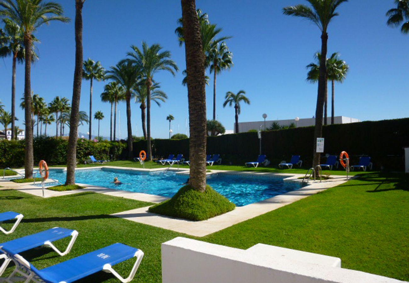 ZapHoliday - 2105 - locacion appartement in La Duquesa, Costa del Sol - zwembad