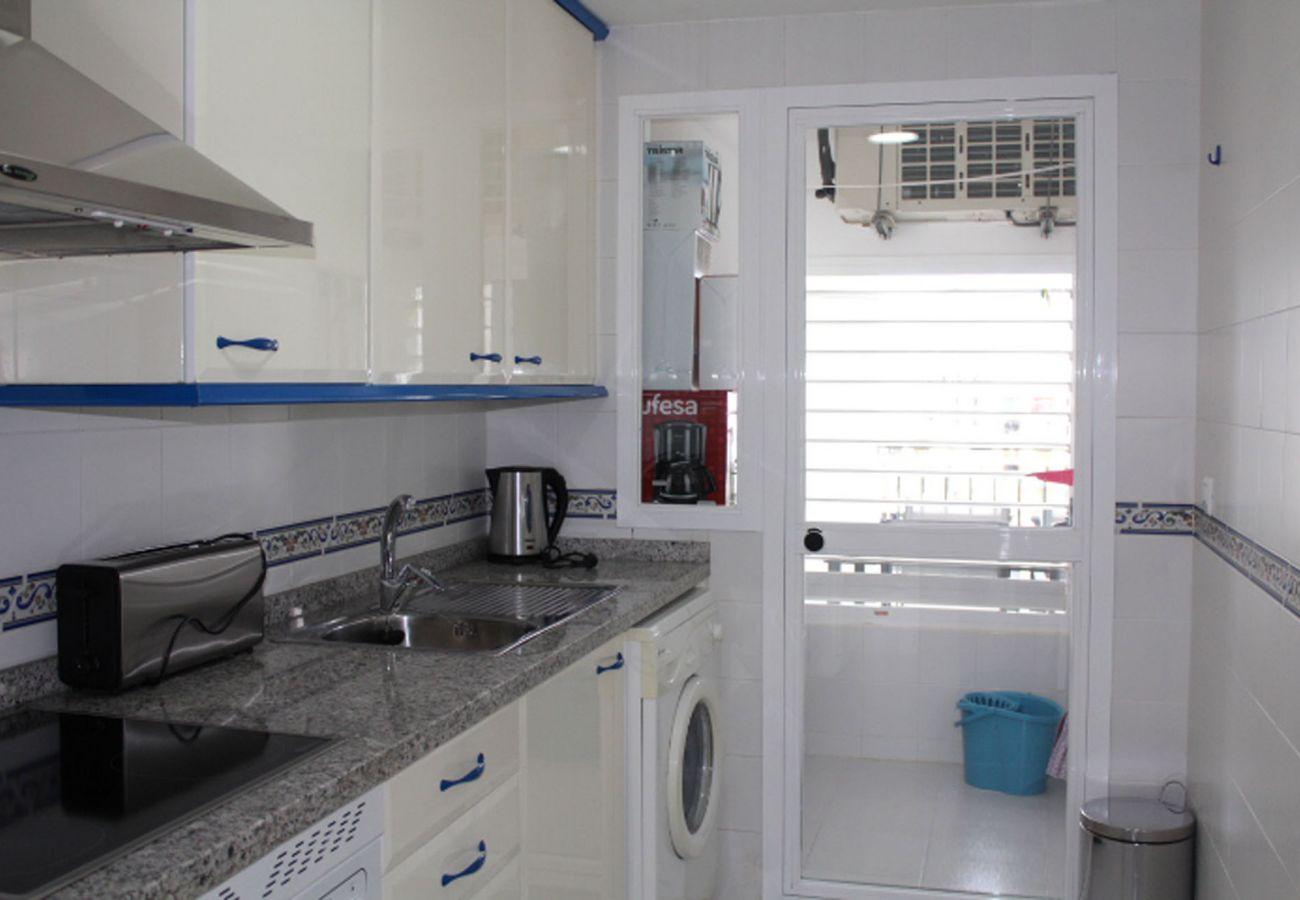 ZapHoliday - 2105 - appartement verhuur in La Duquesa, Costa del Sol - keuken