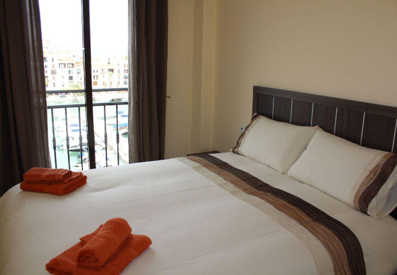 ZapHoliday - 2105 - locacion appartement in La Duquesa, Costa del Sol - slaapkamer