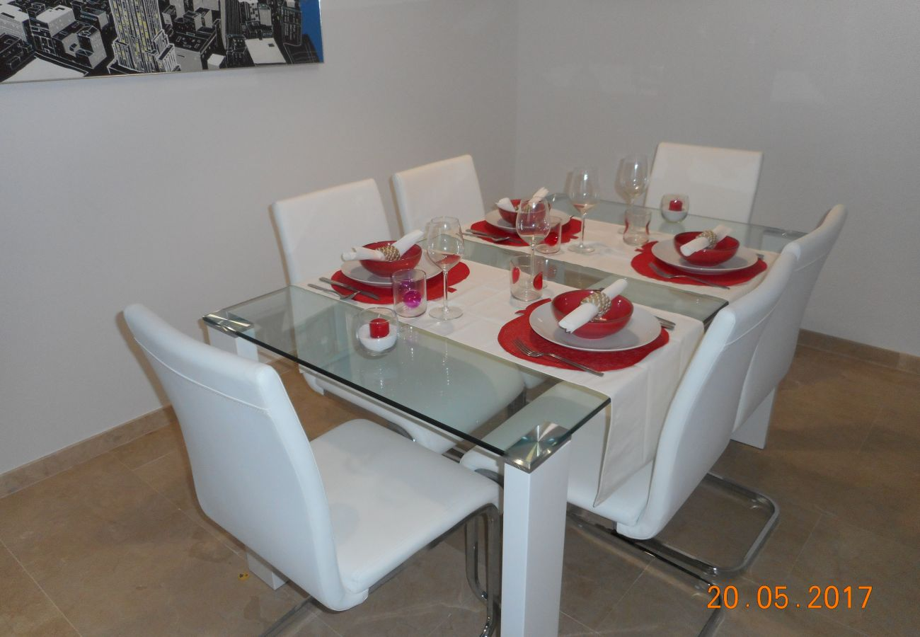 ZapHoliday - 2105 - appartement verhuur in La Duquesa, Costa del Sol - woonkamer