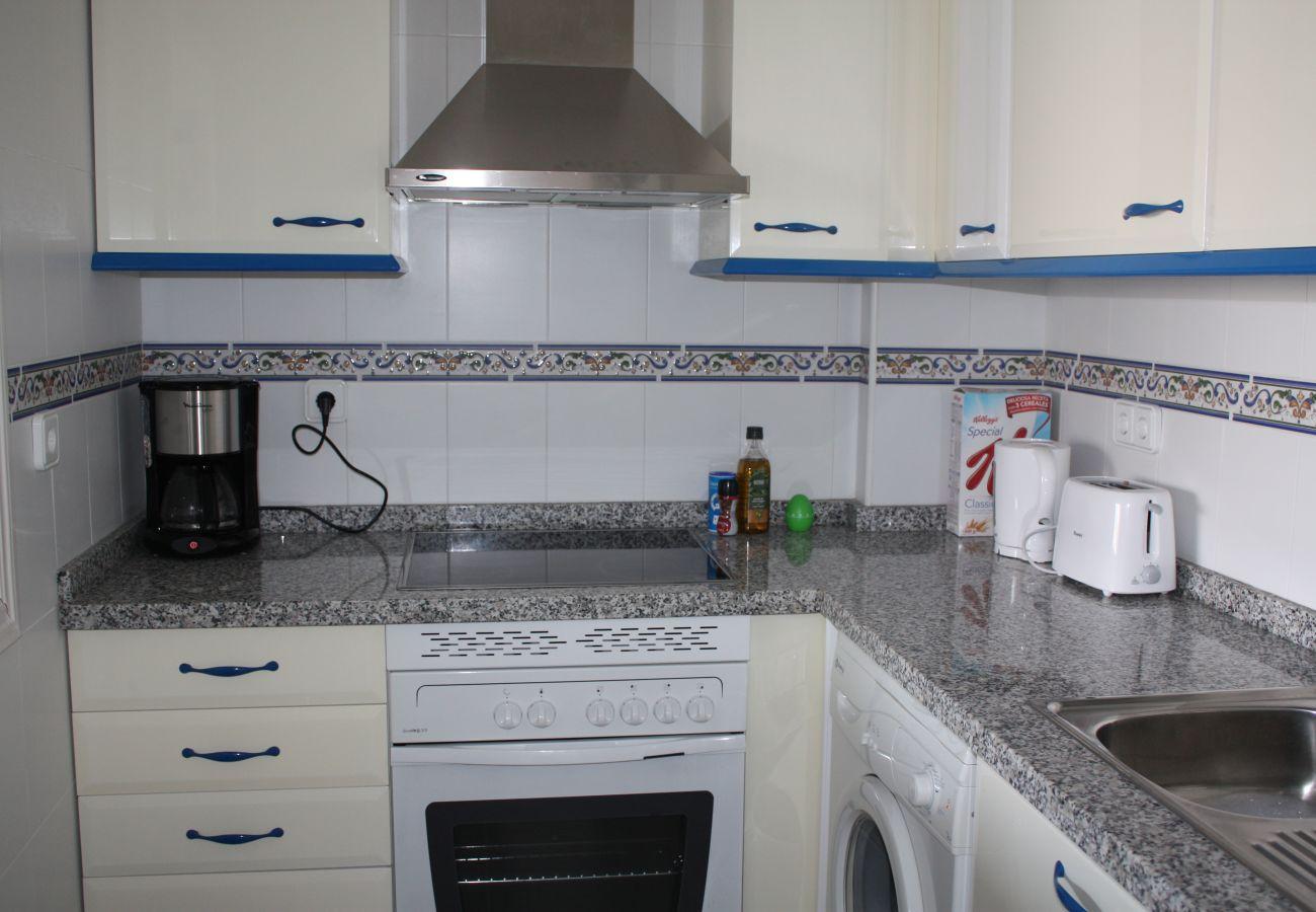 Zapholiday - 2099 - Appartement te huur aan Golf La Duquesa, Costa del Sol - keuken