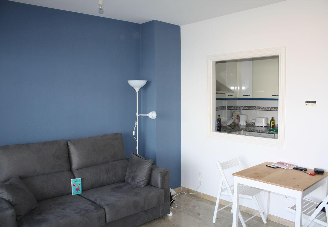 Zapholiday - 2099 - Appartement te huur aan Golf La Duquesa, Costa del Sol - woonkamer