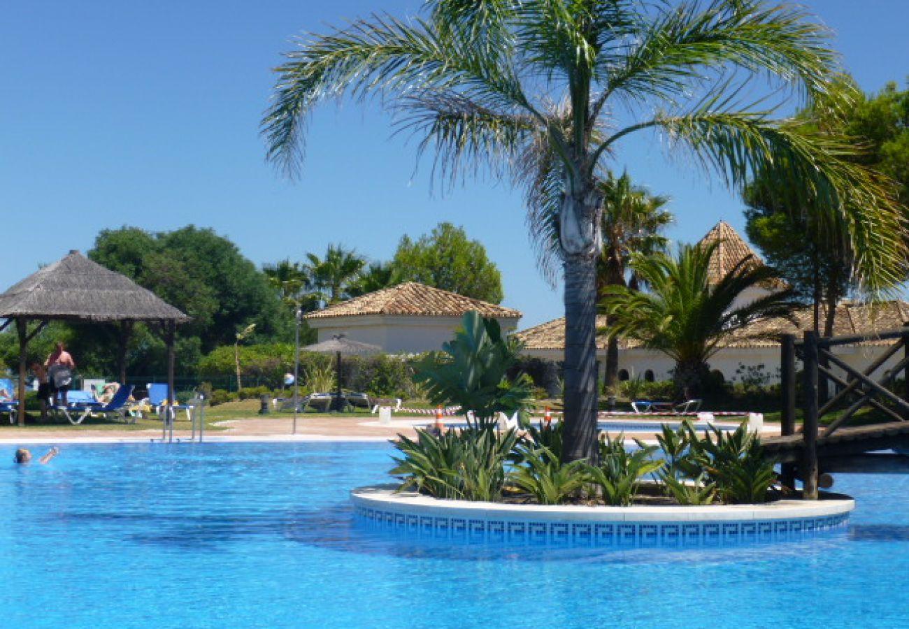 Zapholiday - 2099 - appartement te huur in La Duquesa golf, Costa del Sol - zwembad