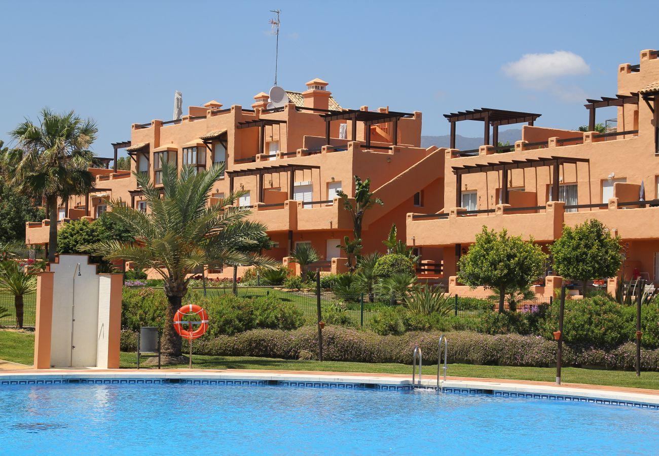 Zapholiday - 2180 - locatie appartement Casares, Costa del Sol - Zwembaden