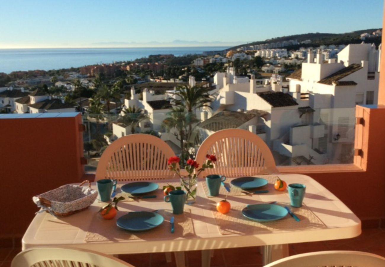 Zapholiday - 2208 - La Duquesa vakantieappartement - uitzicht op zee