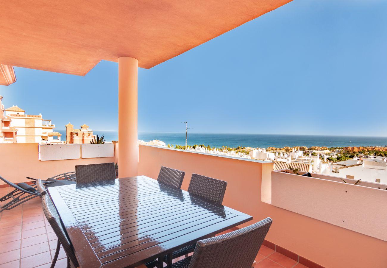 Zapholiday - 2211 - La Duquesa vakantieappartement - uitzicht op zee