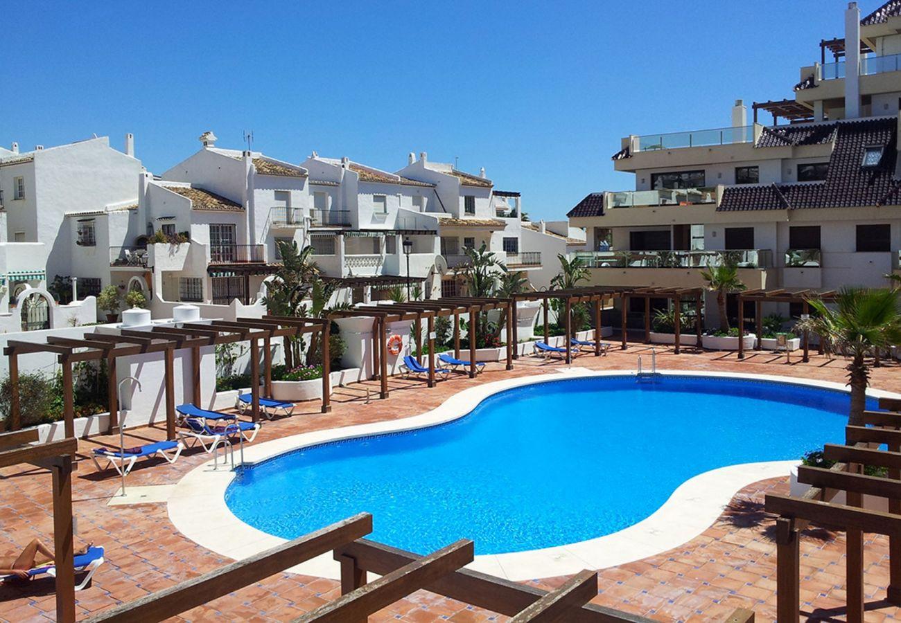Zapholiday - 2218 - La Duquesa vakantieappartement - zwembad