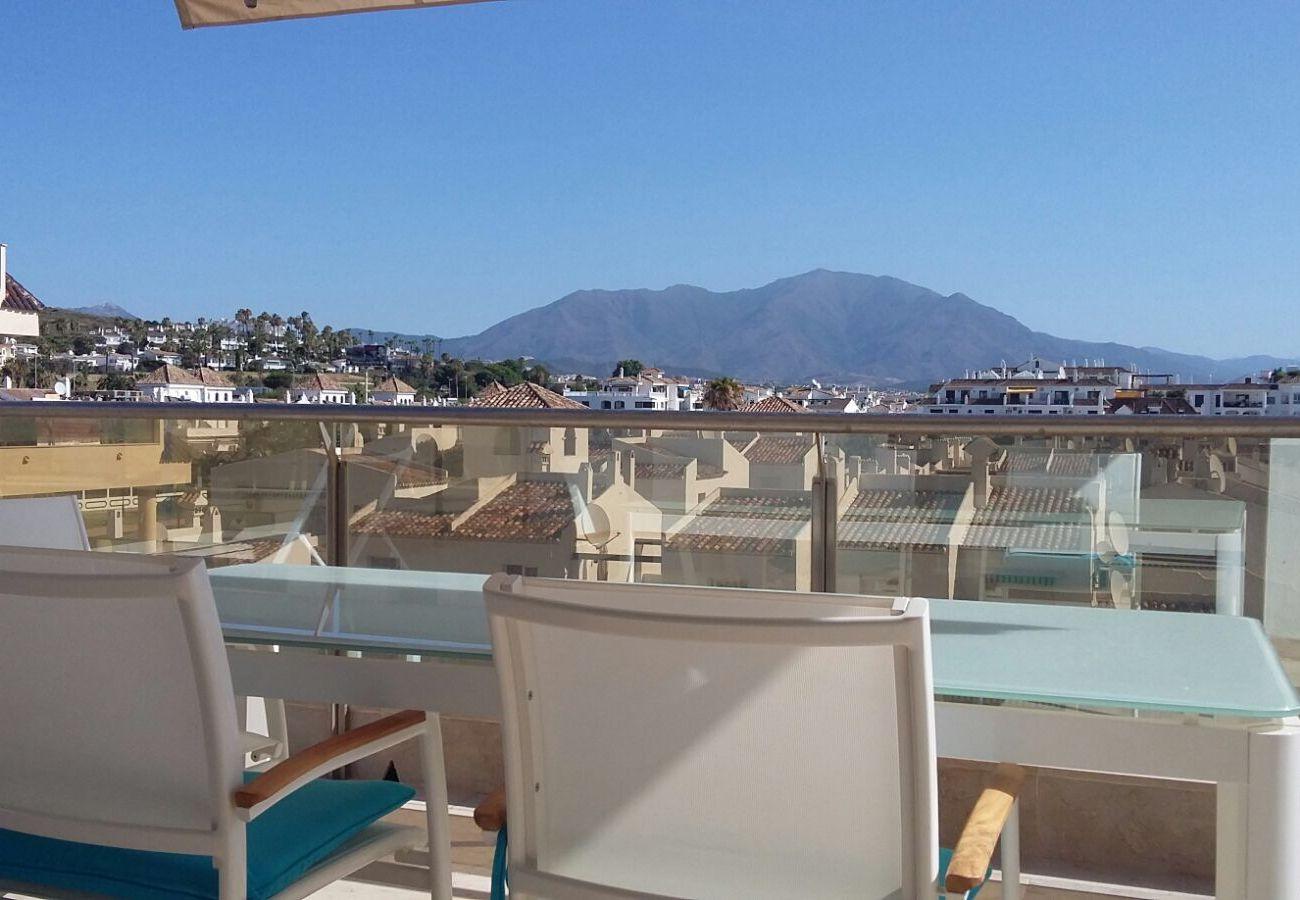 Zapholiday - 2218 - La Duquesa vakantieappartement - uitzicht op de bergen