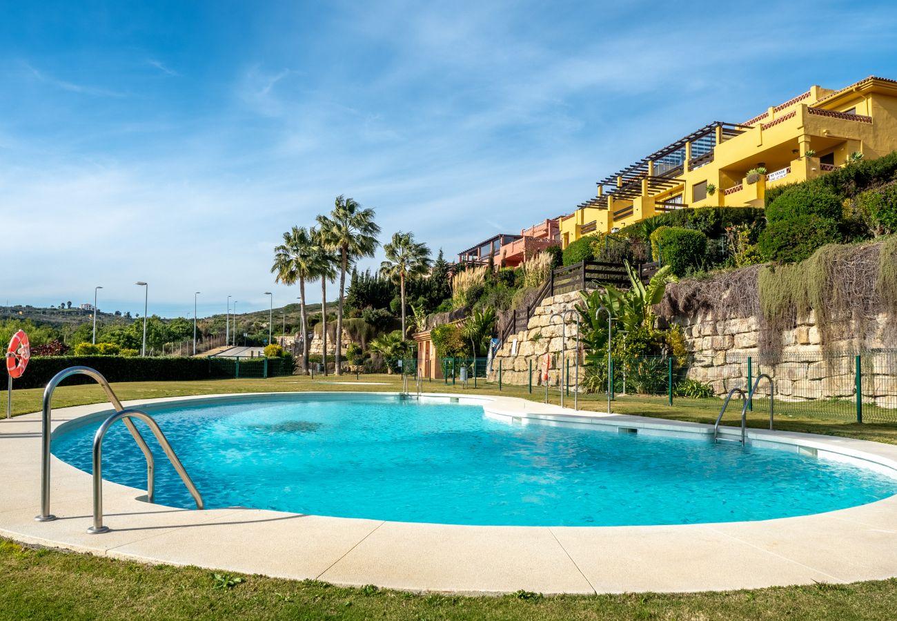 Zapholiday - 2225 - Casares appartementhuur - zwembad
