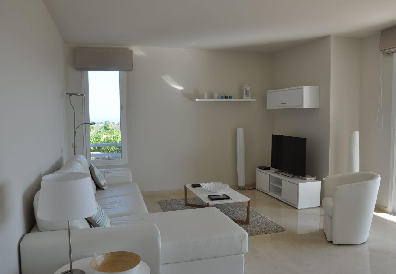 Zapholiday - 2221 - Estepona vakantieappartement - living room