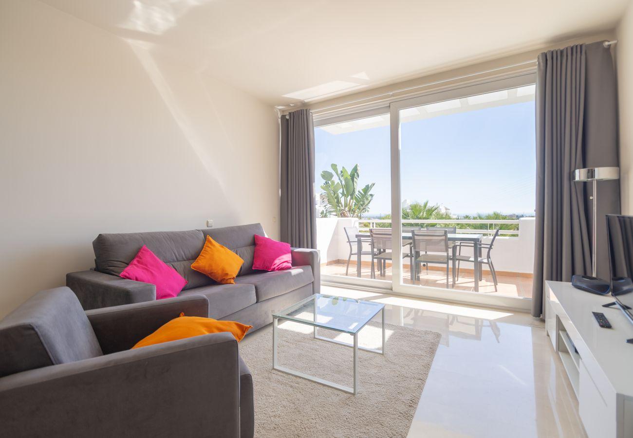 Zapholiday - 2237 - Estepona vakantieappartement - living room