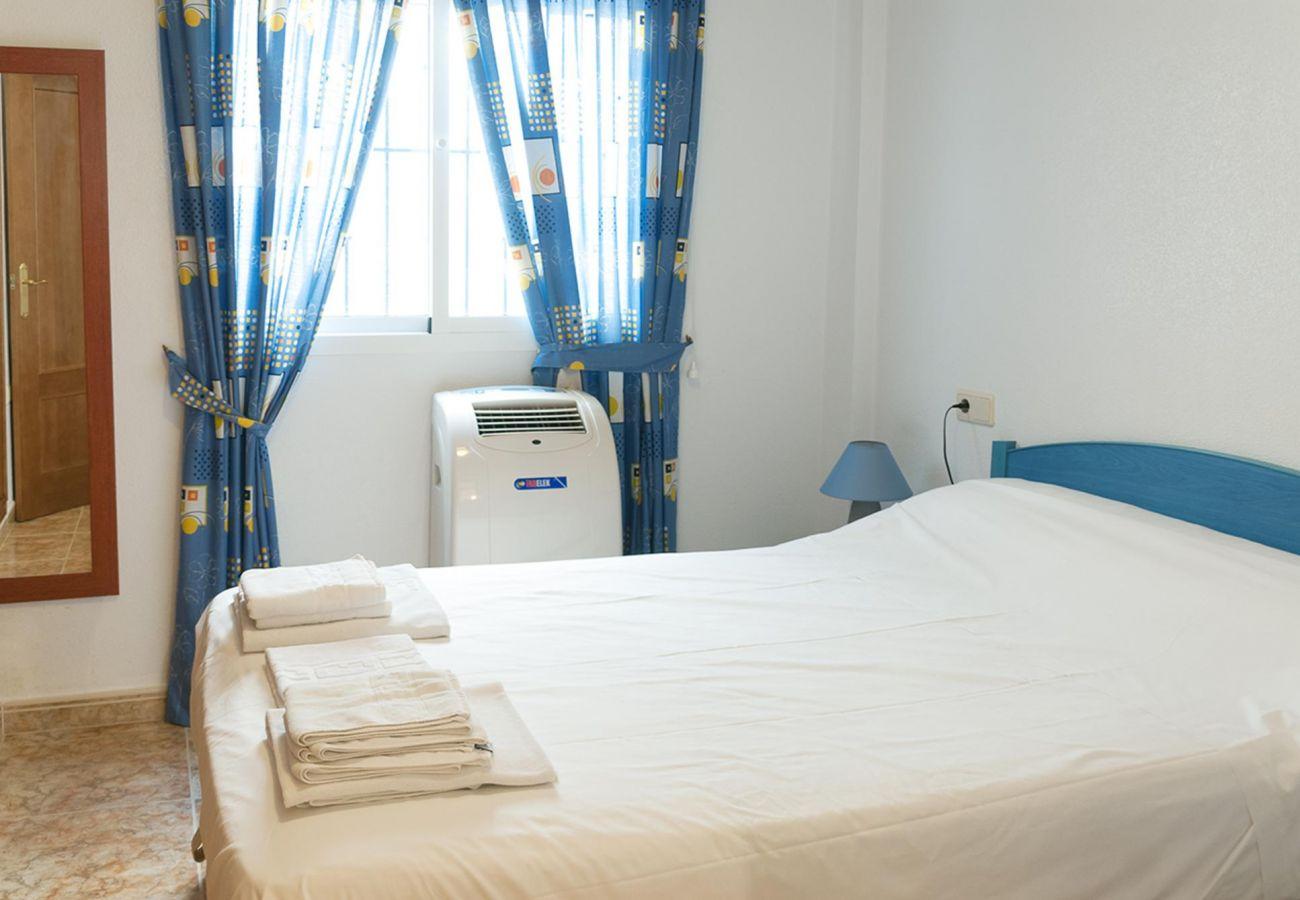 Zapholiday - 3001- Orihuela Costa - appartementhuur - slaapkamer