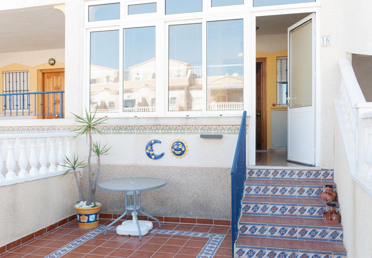 Zapholiday - 3001- verhuur appartement Orihuela Costa - terras