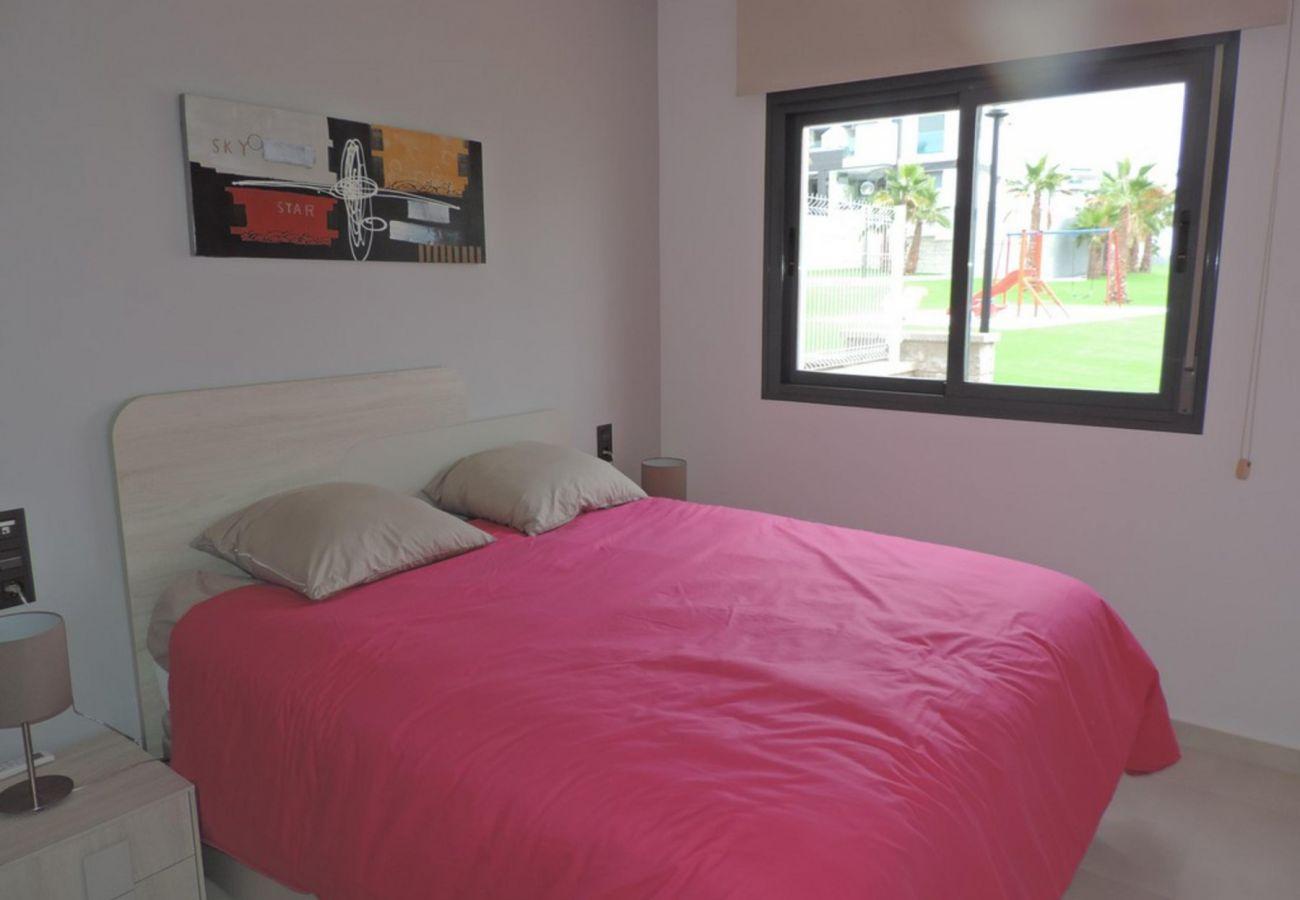 Zapholiday - 3023 - Punta Prima appartement, Costa Blanca - slaapkamer
