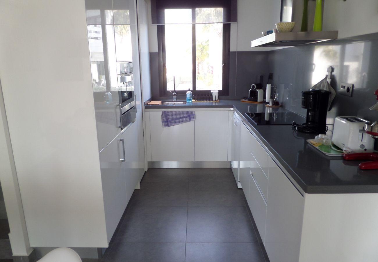 Zapholiday - 3026 - Appartement Golf Las Ramblas, Costa Blanca - keuken