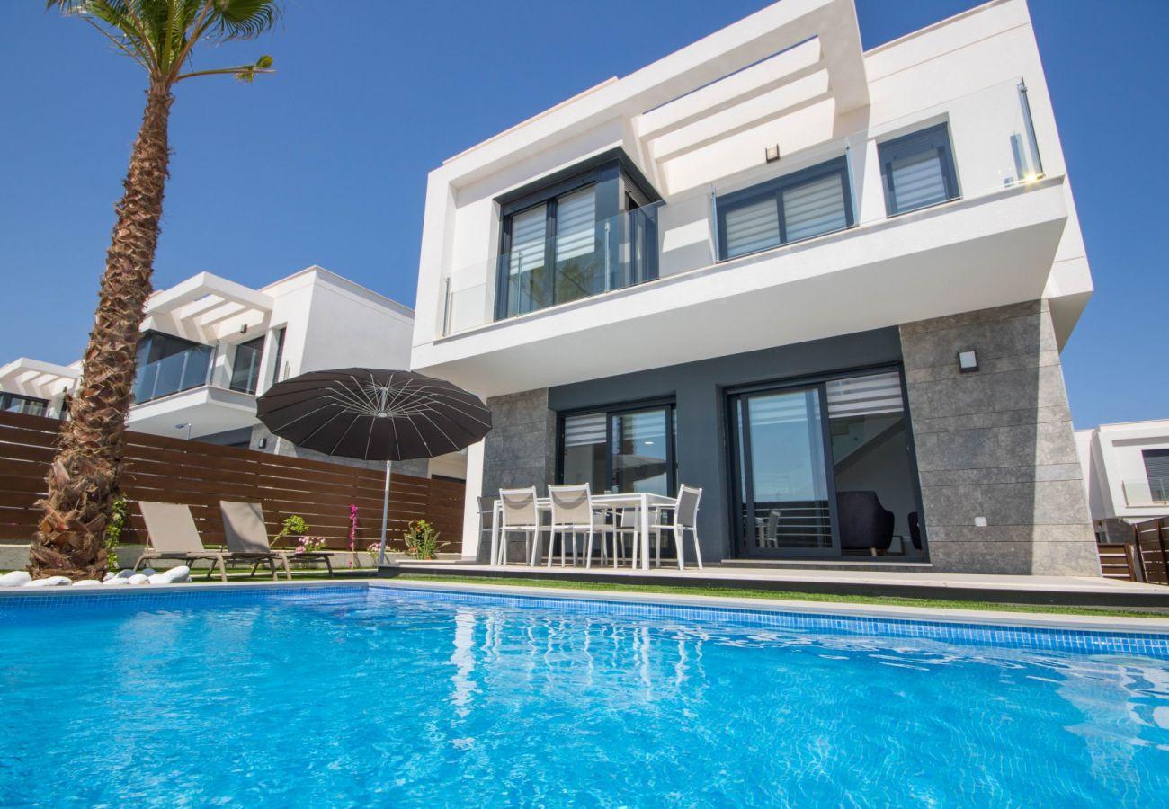 Zapholiday - 3034 - villa Vistabella golf, Alicante - zwembad
