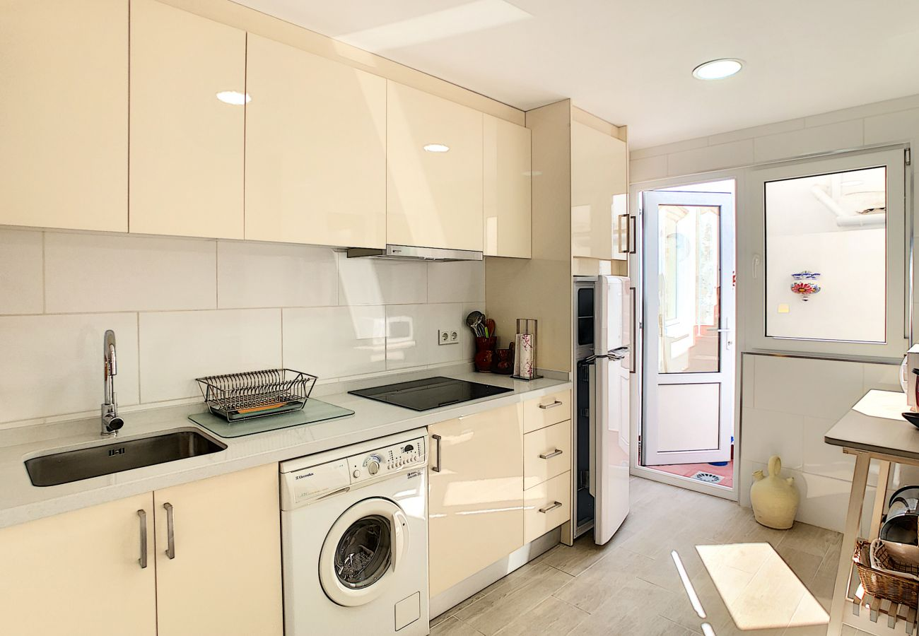 Zapholiday - 3046 - verhuur appartement Villamartin, Costa Blanca - keuken