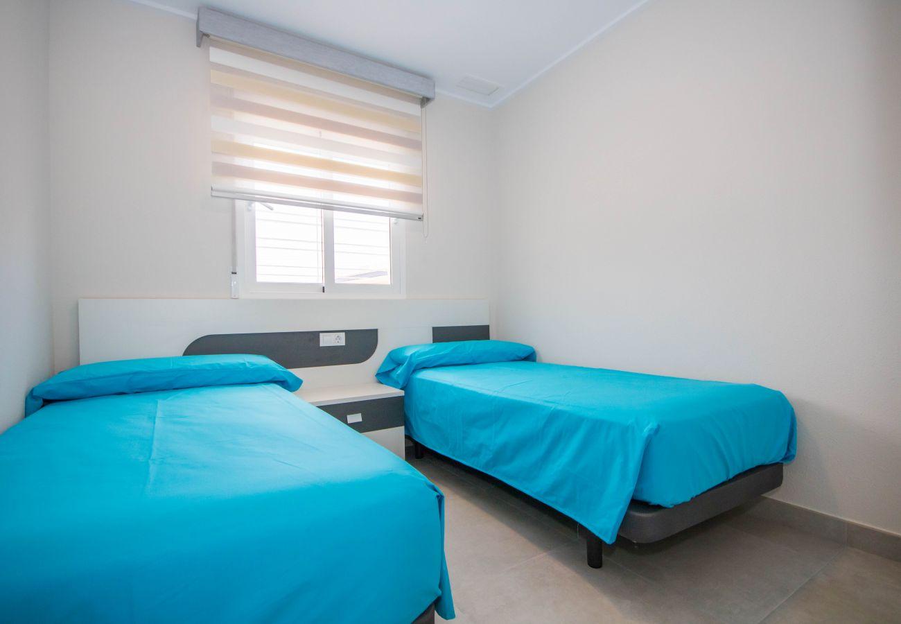 Zapholiday  –  3049  -  appartement Punta Prima, Costa Blanca  –  slaapkamer