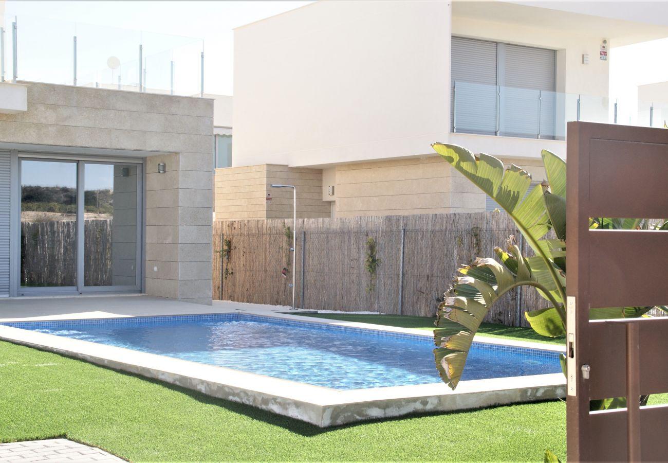 Zapholiday - 3053 - verhuur Villa Vistabella golf, Alicante - zwembad