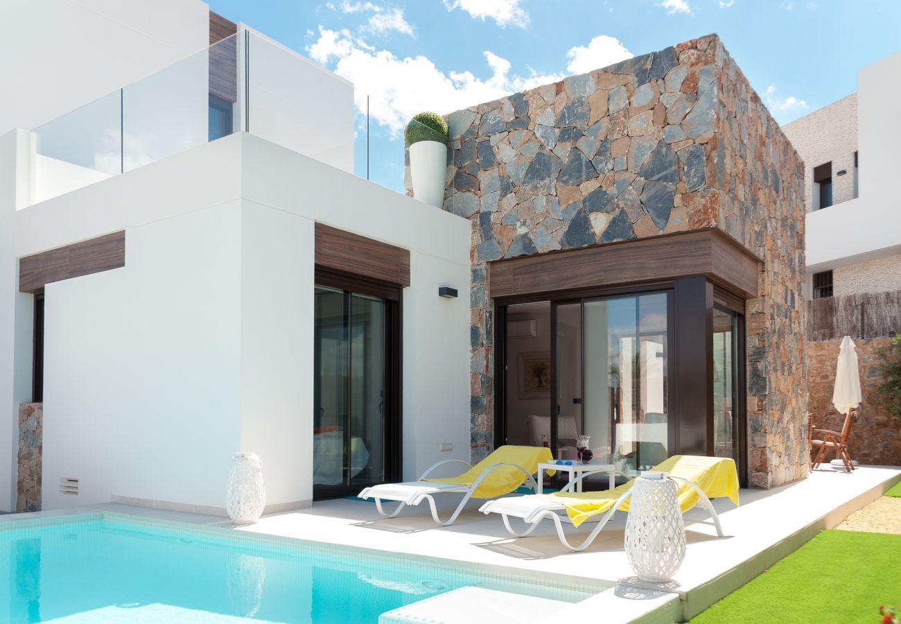 Zapholiday - 3019 - Villa Algorfa, Alicante - zwembad