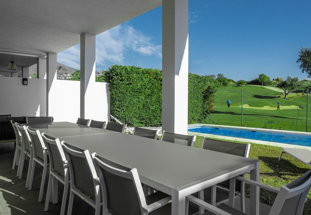 Zapholiday - 2301 - Villa Estepona, Costa del Sol - terras