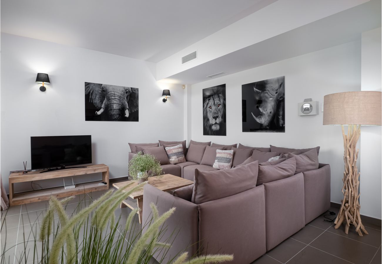 Zapholiday - 2301 - Villa Estepona, Costa del Sol - woonkamer