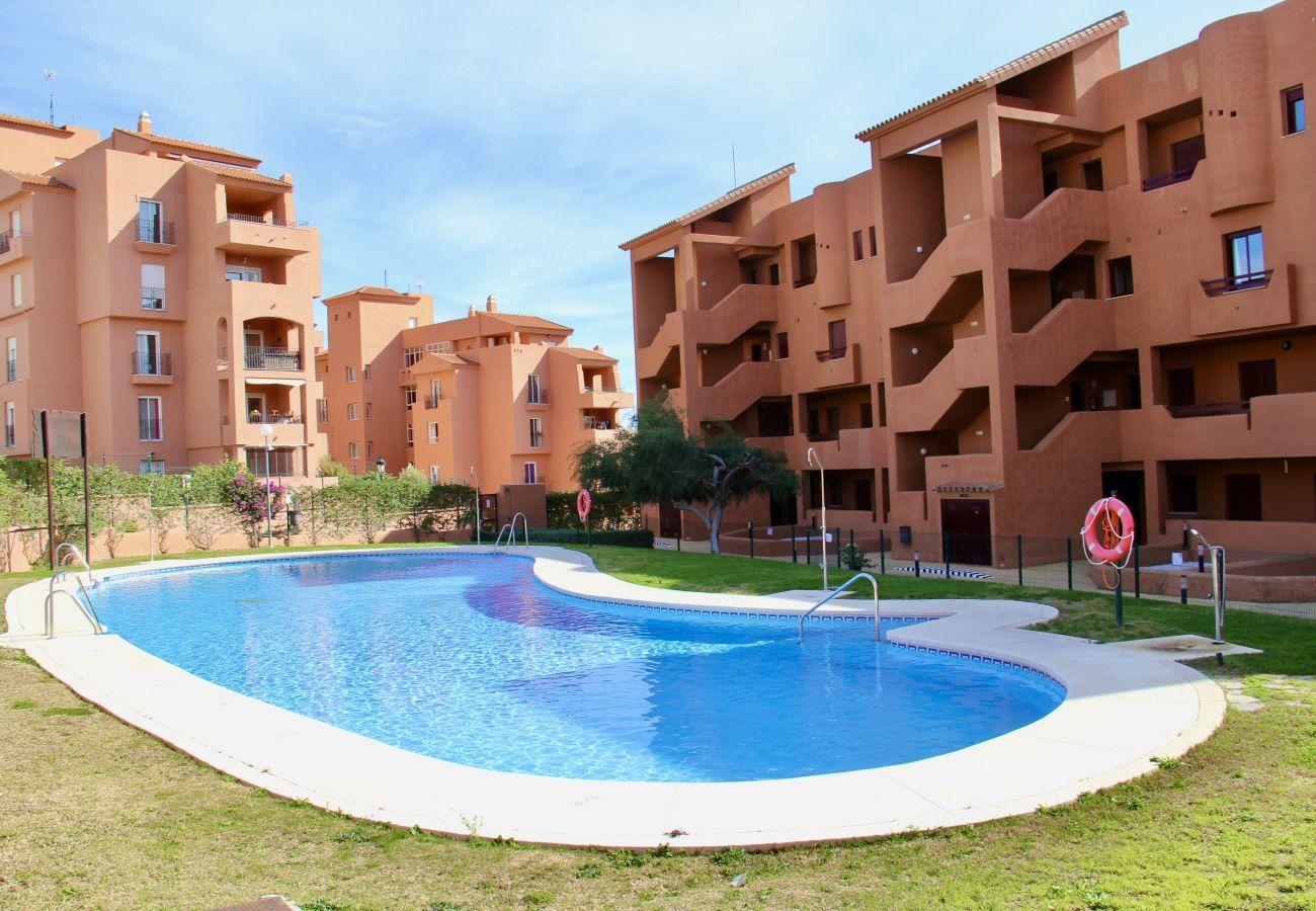 ZapHoliday - 2303 - appartement verhuur in Manilva, Costa del Sol - zwembad
