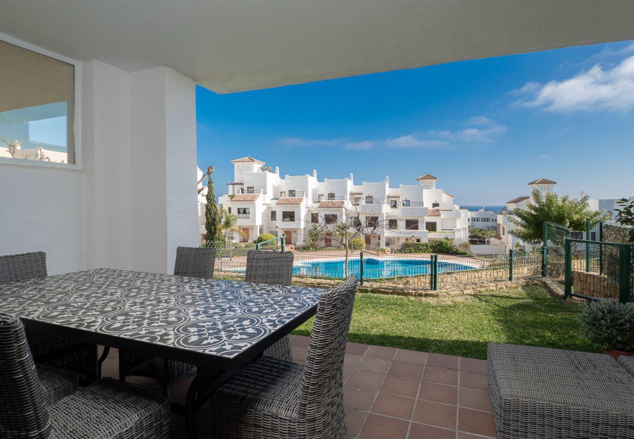 ZapHoliday - 2305 - appartement verhuur in La Alcaidesa, Costa del Sol - zwembad