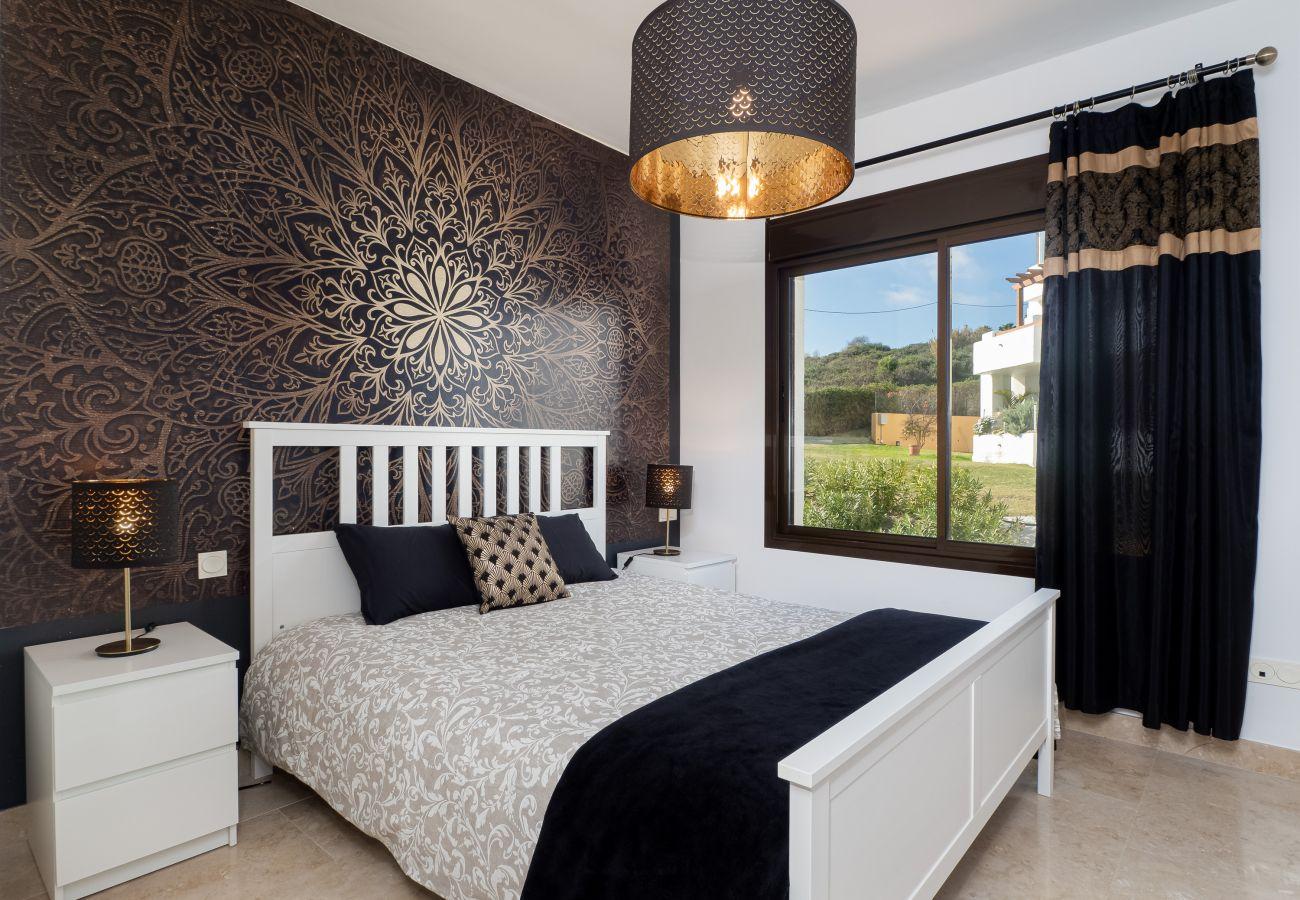 ZapHoliday - 2305 - appartement verhuur in La Alcaidesa, Costa del Sol - slaapkamer